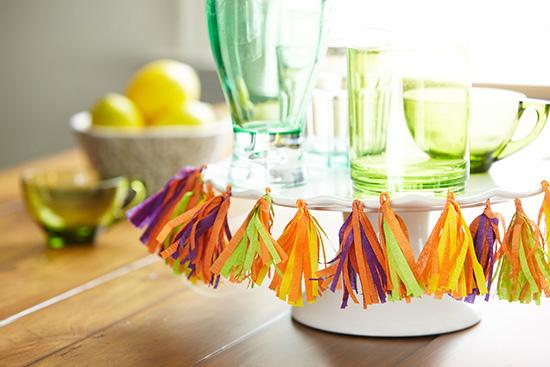 Mini tissue tassels for plate decoration