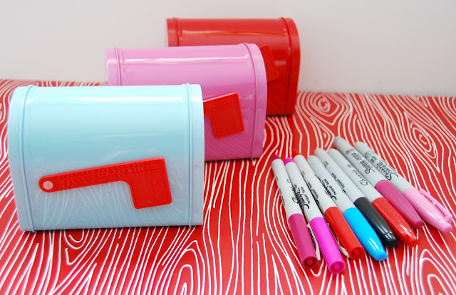 valentine mailbox via Girl Loves Glam