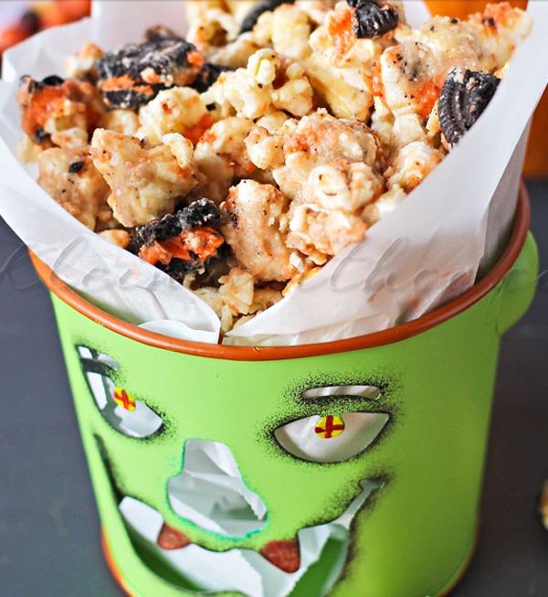 Oreo Cookie Butter Popcorn via K & Co
