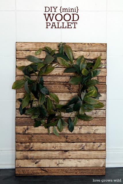 DIY Mini Wood Pallet with Wreath