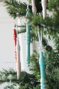 DIY Spindle Ornaments via LollyJane
