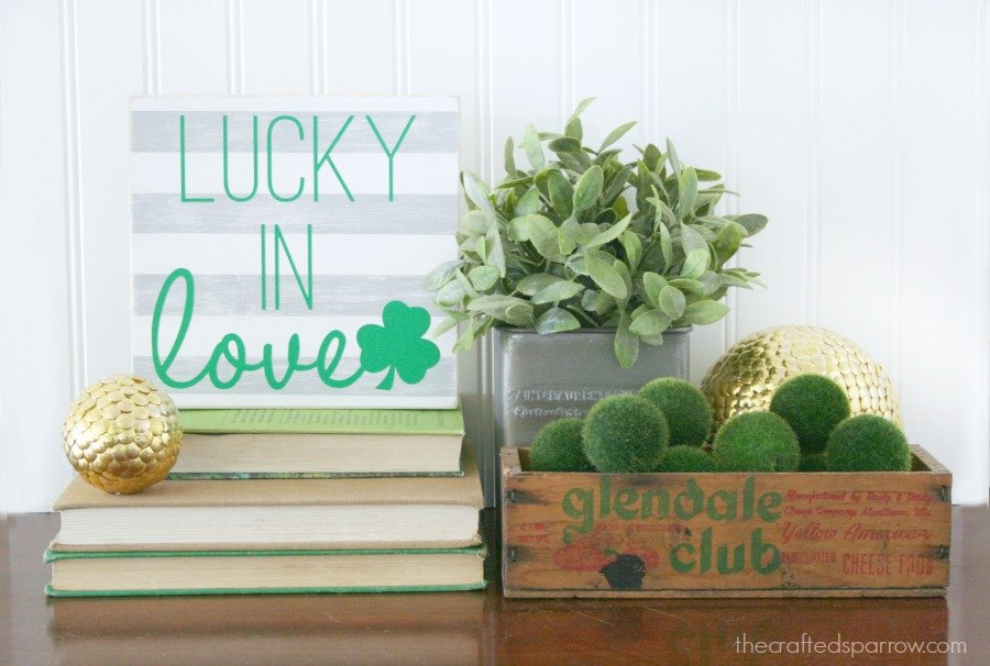 Lucky In Love Sign decor