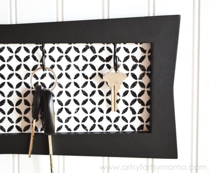 DIY Key Hanger via Artsy Fartsy Momma