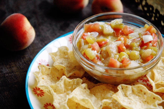 Summer Entertaining :: Easy Peach Salsa