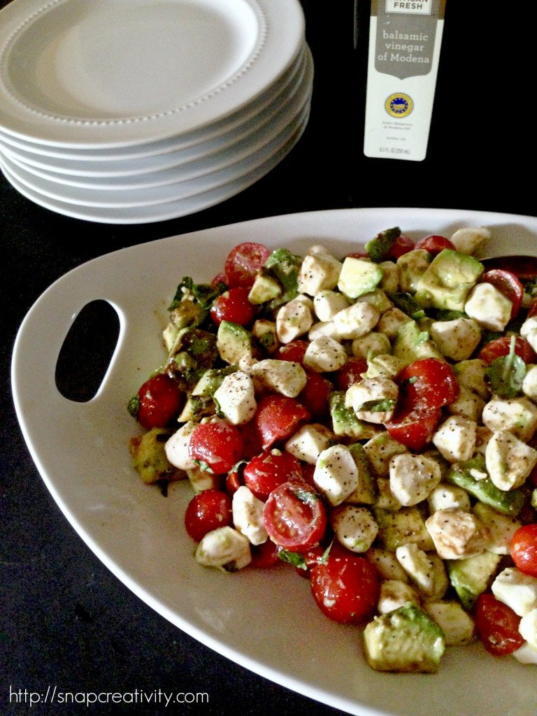 Easy Five Ingredient Tomato Mozzarella Salad - The fresh, light ingredients make this the perfect summer salad!
