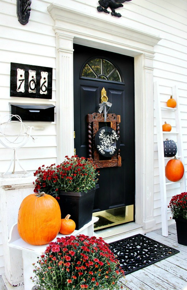 Fall back door decor from Thistlewood Farms