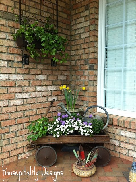 Spring porch decorating ideas tauni co for Vintage outdoor decorating ideas