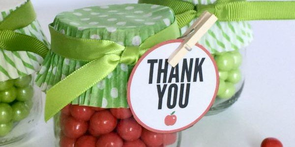 Apple party favors. These would be perfect for a back to school party + they're really inexpensive.
