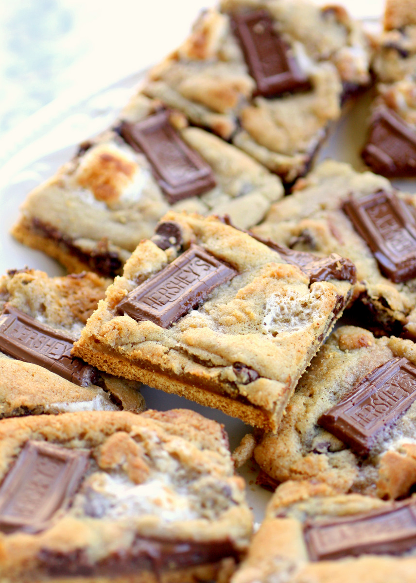 S'mores stack cookie bar recipe - this is a great way to get the S'mores taste indoors!