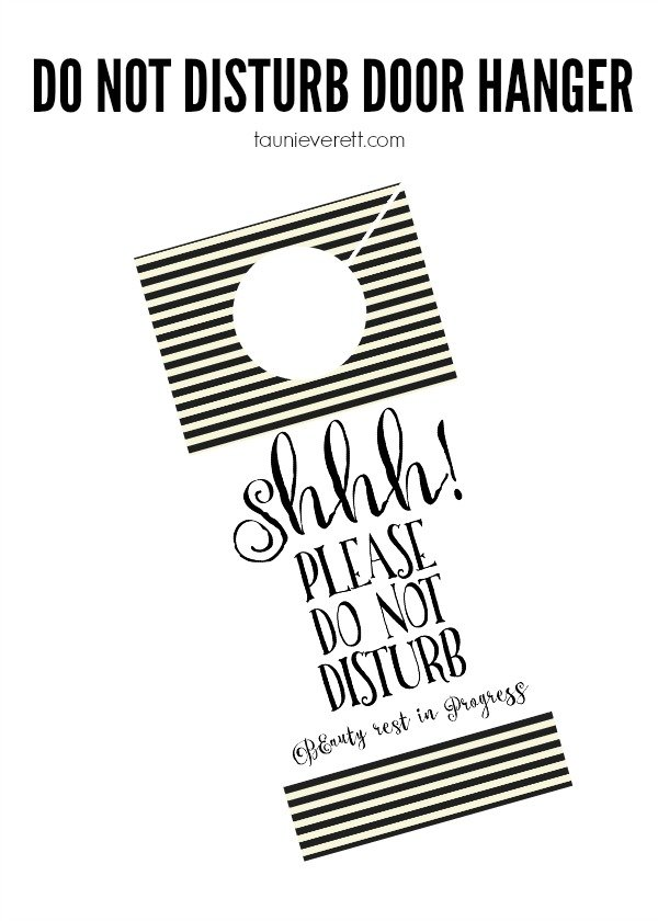 Free printable do not disturb door hanger. I love this! A do not disturb door tag is perfect for house guests, or just when mom needs a little R + R.