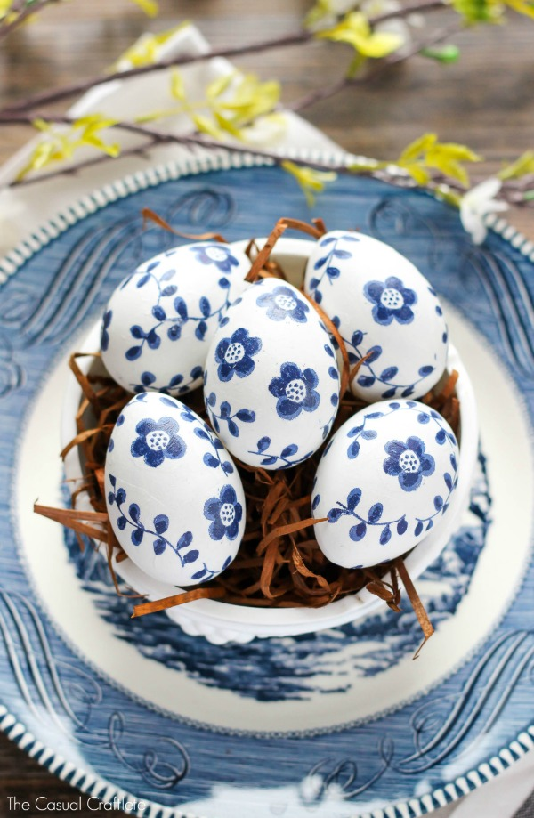 Blue-and-White-Paper-Napkin-Eggs-
