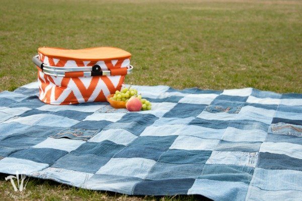 Easy-Water-Resistant-Upcycled-Jeans-Picnic-Blanket-1