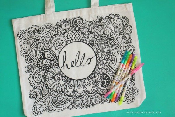 diy-tote-bag-using-puff-paint-for-coloring-fun-768x512 (1)