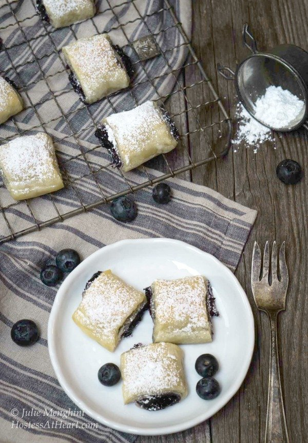 Blueberry-Puff-Pastry-Rolls-8-1