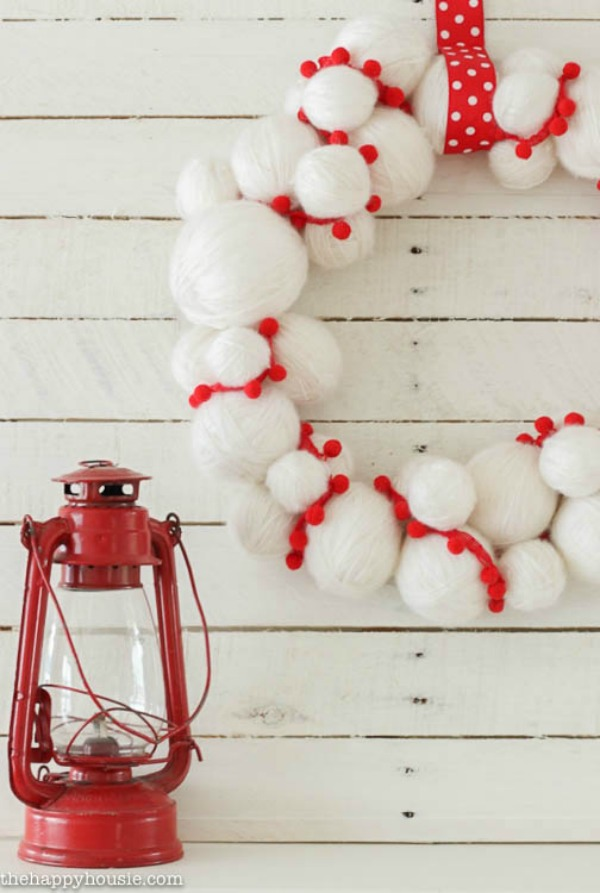 adorable-quick-and-easy-yarn-snowball-diy-christmas-wreath-at-thehappyhousie-com-1