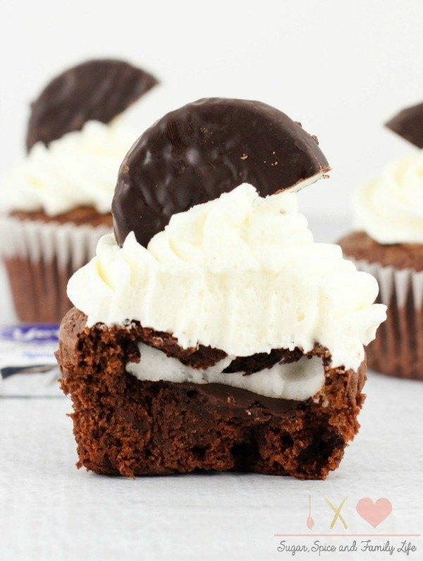 peppermint-patty-stuffed-brownie-cupcakes-3a