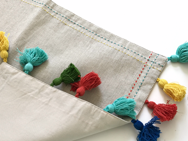 10 Minute Placemat Pillow for the Guest Room
