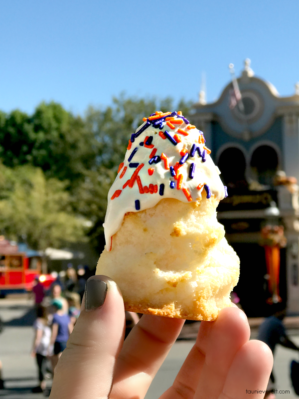 raveling to Disneyland for Halloween? Don't miss how we saved enough on our vacation to buy these Halloween treats at Disneyland!