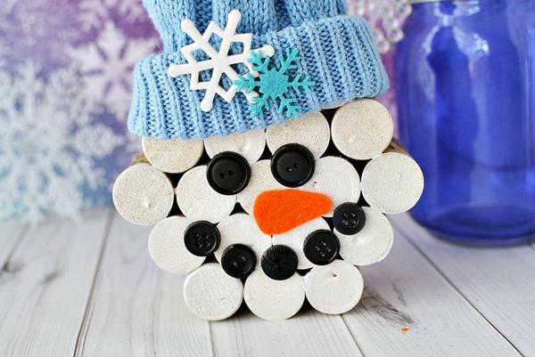 Wine cork snowman with hat