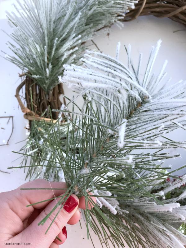 DIY winter gnome wreath. Make in 30 min. Perfect for Christmas decorating. #winter #christmas #christmaswreath #christmasgnome #tomte #nisse