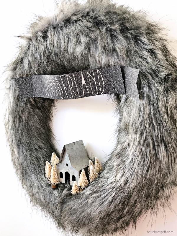 Winter wonderland fur wreath 2 600 © tauni everett