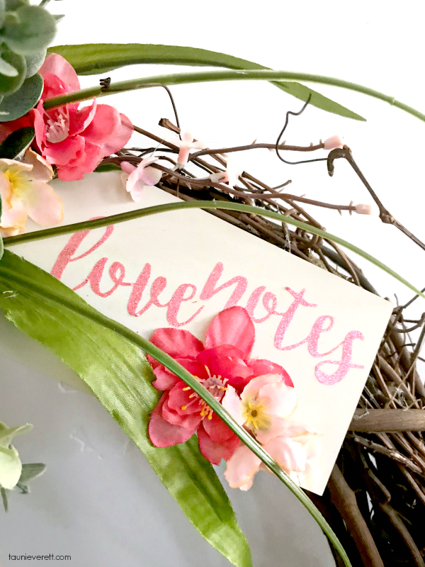 Love Notes DIY Valentine's Wreath. Celebrate love and welcome spring with this beautiful homemade wreath. #valentine #valentines #valentinesdecor #valentineswreath