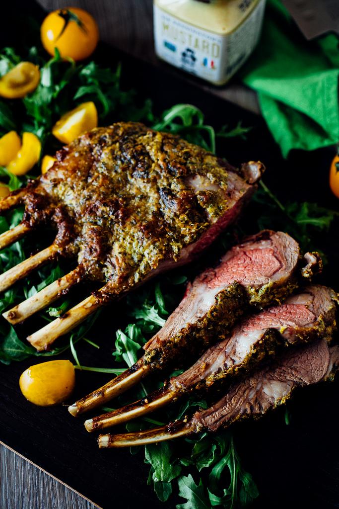 12 Easter Dinner Ideas for family gatherings. #easter #easterdinner #easterrecipes