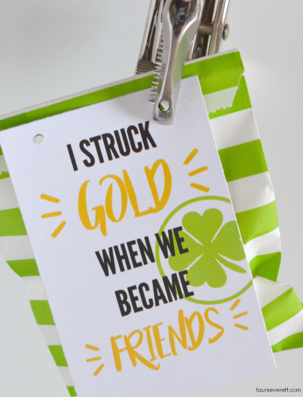 Free print and cut I struck gold St. Patrick's Day gift tag #printable #stpatricksday