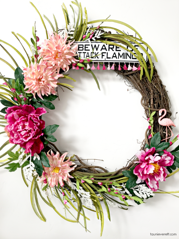 DIY Flamingo Wreath. This wreath is easy to make and such a bright fun addition to summer! #wreath #summerdecor #flamingo