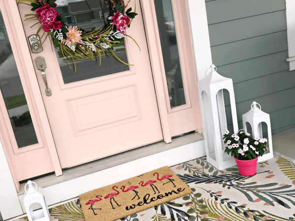 Flamingo Themed Summer Porch Decor Ideas