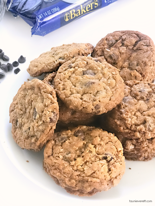 Coconut Oatmeal Chocolate Chip Recipe. If you're a fan of coconut, you don't want to miss this delicious recipe #cookie #recipe #coconut #chocolatechip