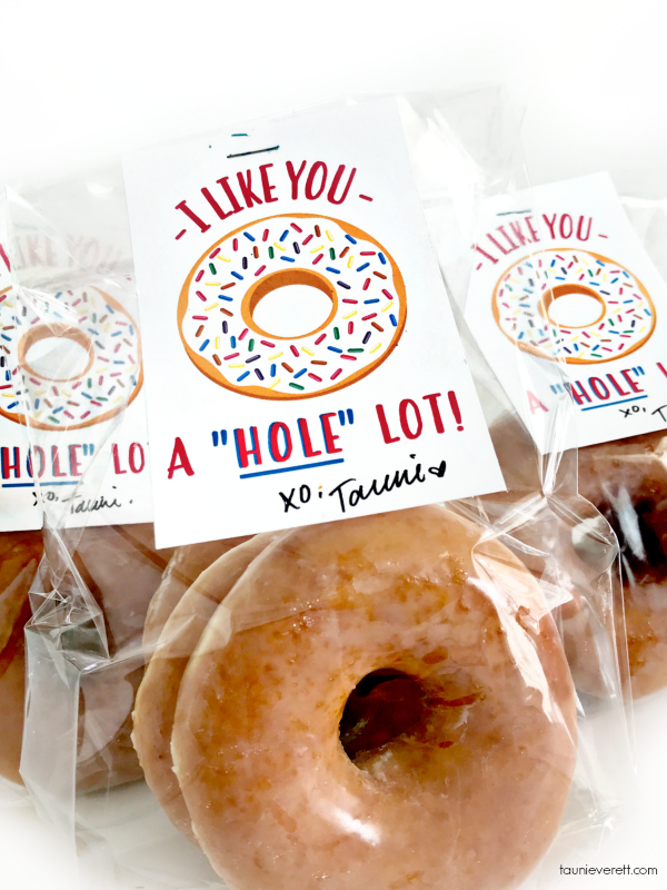 A Hole Bunch Donut Printable Gift Tag. Immediate download. Perfect for kids, friends. #donut #donutprintable #printable #gifttag