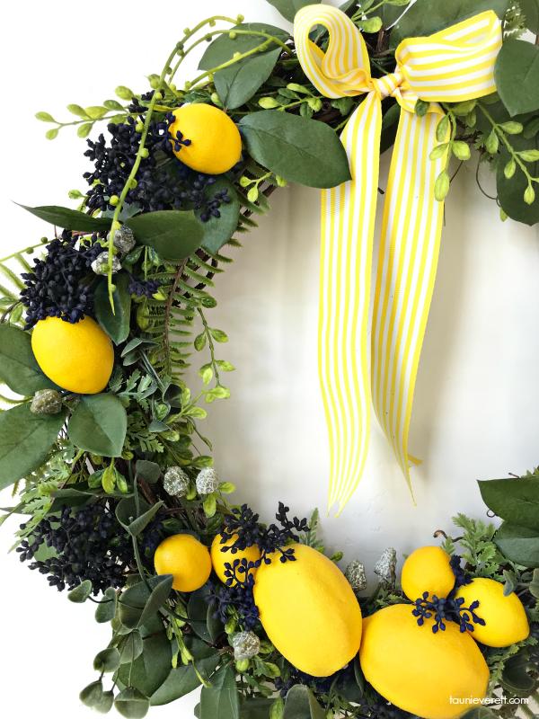 DIY Lemon Wreath. This pretty yellow wreath is perfect for bringing a little sunshine into your kitchen or home decor. #Lemon #Wreath #LemonWreath #YellowWreath