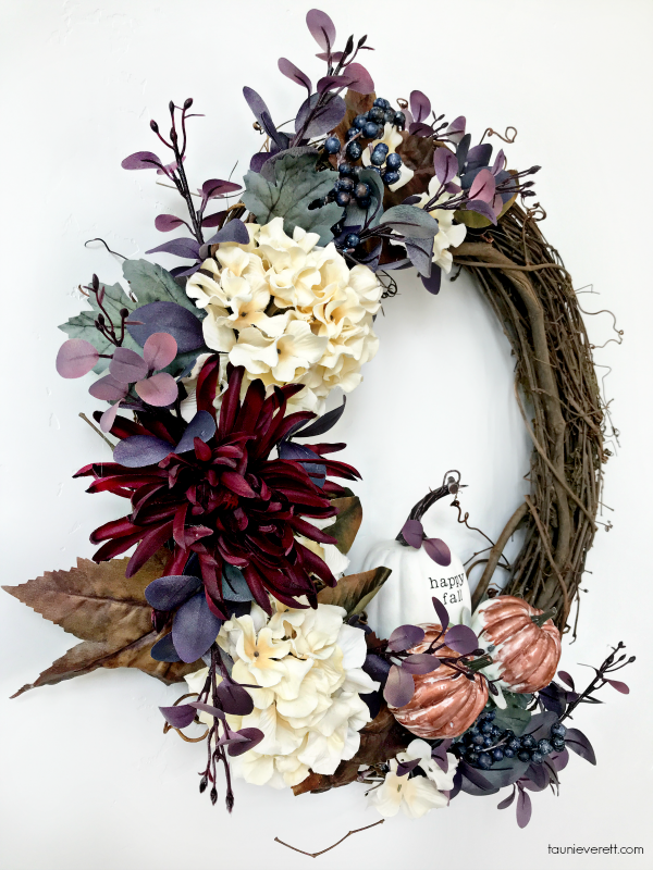 DIY Welcome Fall Grapevine Wreath. #fall #fallwreath #grapevinewreath
