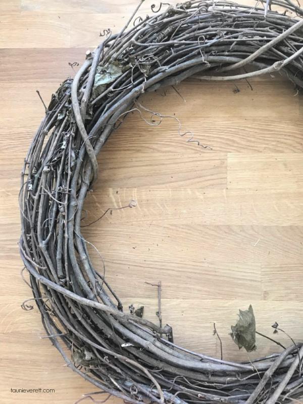 Create a DIY autumn grapevine wreath. #falldecor #wreath #fallwreath