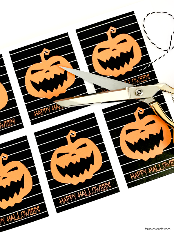 Cute Jack-O-Lantern Halloween Printable Gift Tag. Perfect for small treats or a little Halloween gift. #halloween #halloweenprintable