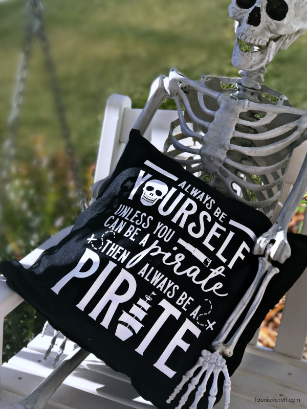 DIY Always Be a Pirate Pillow + Free cut file. Perfect for Halloween or for a child's bedroom! #halloween #pirate #cutfile #cricut #silhouette