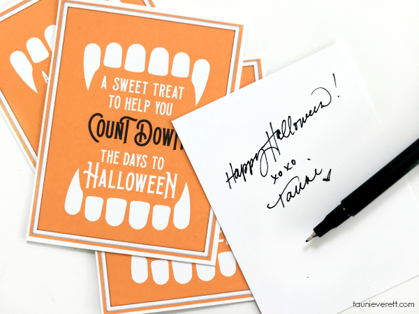 Count Down to Halloween Printable. This free Halloween print is perfect for celebrating the Halloween season with your family and friends #halloweenprintable #halloweengift #hallloween