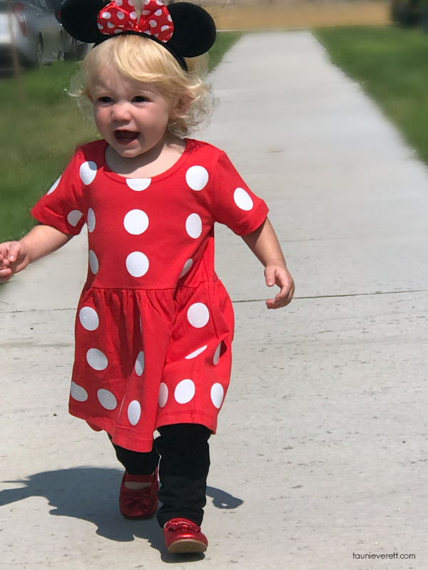 Easy DIY Mini Mouse costume. Perfect for Disney bound toddlers or Halloween! #disney #minimouse #disneycostume