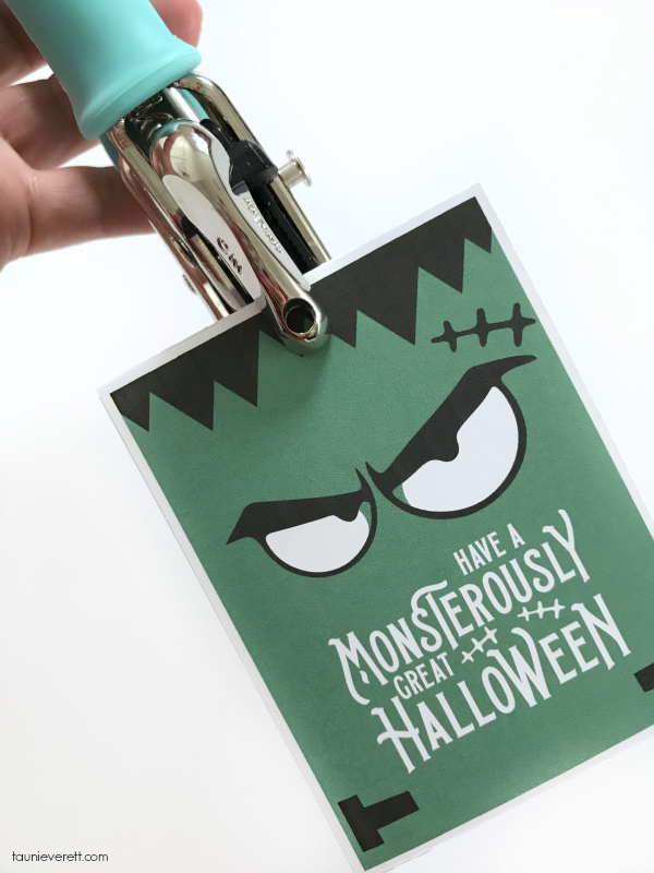 Monsterously Great Halloween Printable. This free Halloween printable is perfect for attaching as a gift tag, but also looks great as a print! #halloween #halloweenprintable #halloweengift