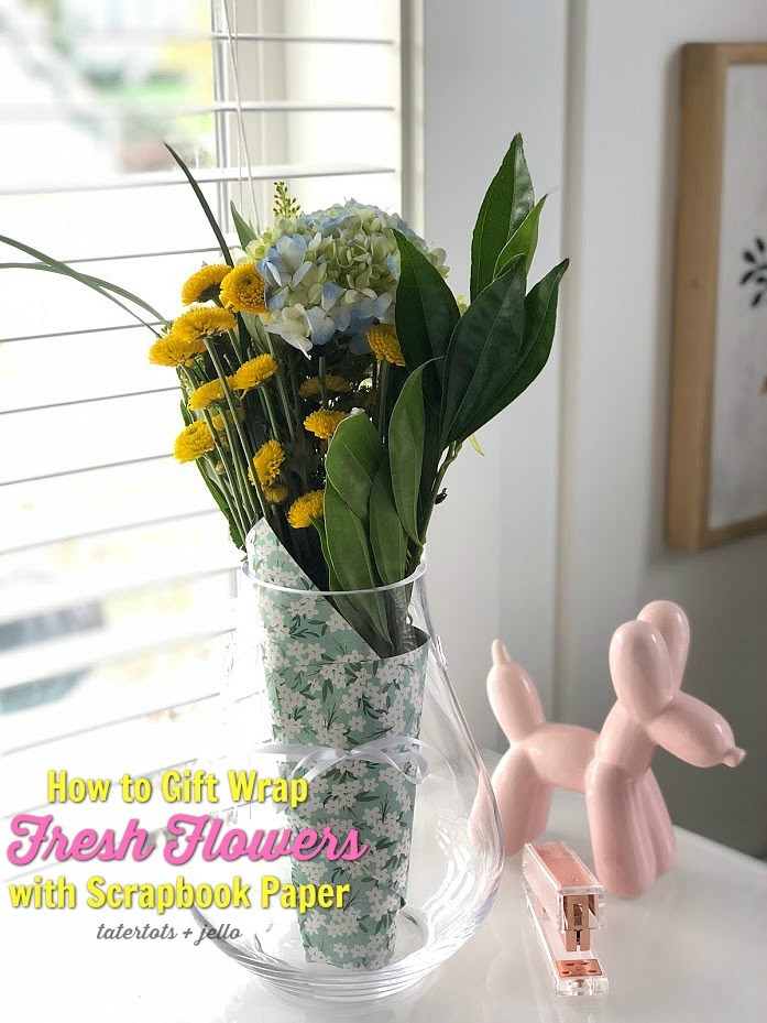 How to gift war pfresh flowers with scrapbook paper
