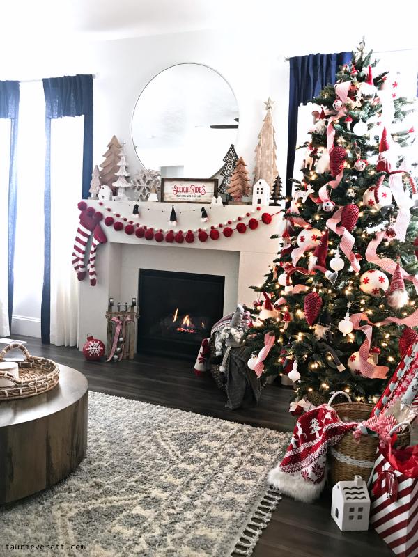 Christmas holiday home tour © tauni everett 2018 47 600