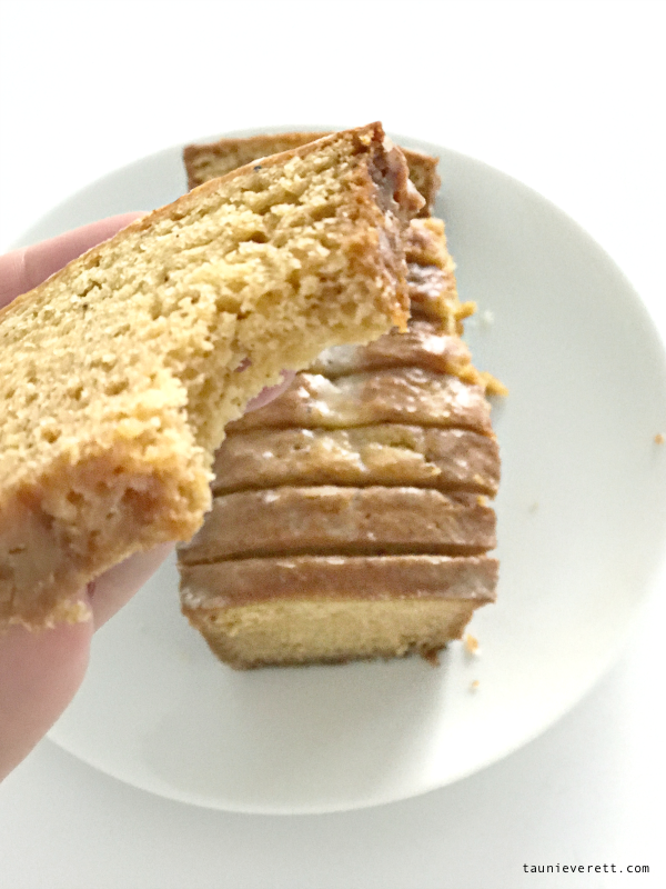 Eggnog Bread Recipe - Full of sweet flavor, but mild enough for even your pickiest eaters. Makes a great Christmas gift too! #christmas #christmasdessert #christmasprintable #christmasgifttag #northpole #eggnog