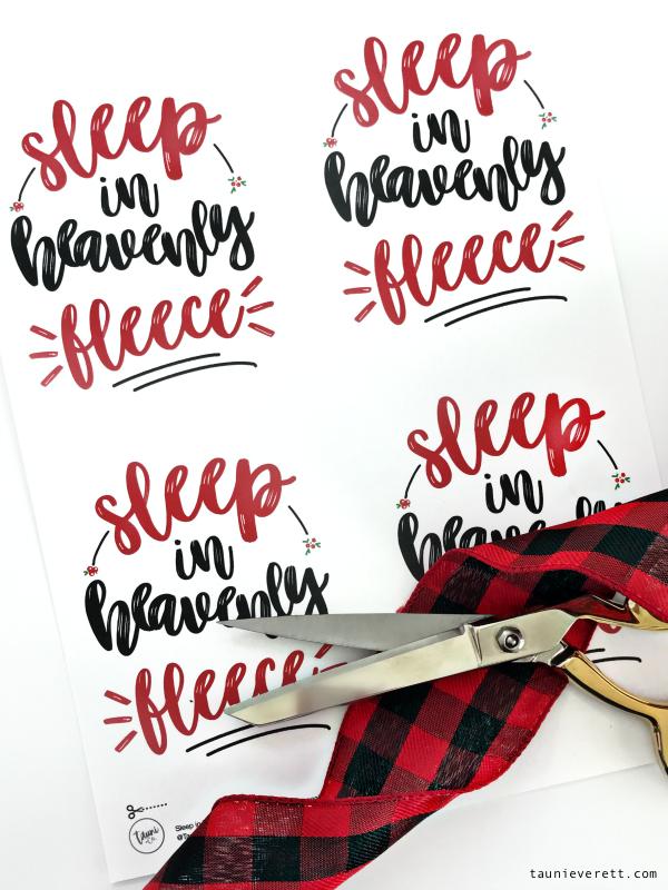 Fleece blanket christmas gift idea © tauni everett 20 600
