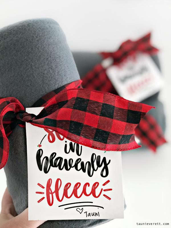 Fleece blanket christmas gift idea © tauni everett 24 600