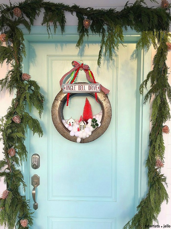 Snowball wreath jingle