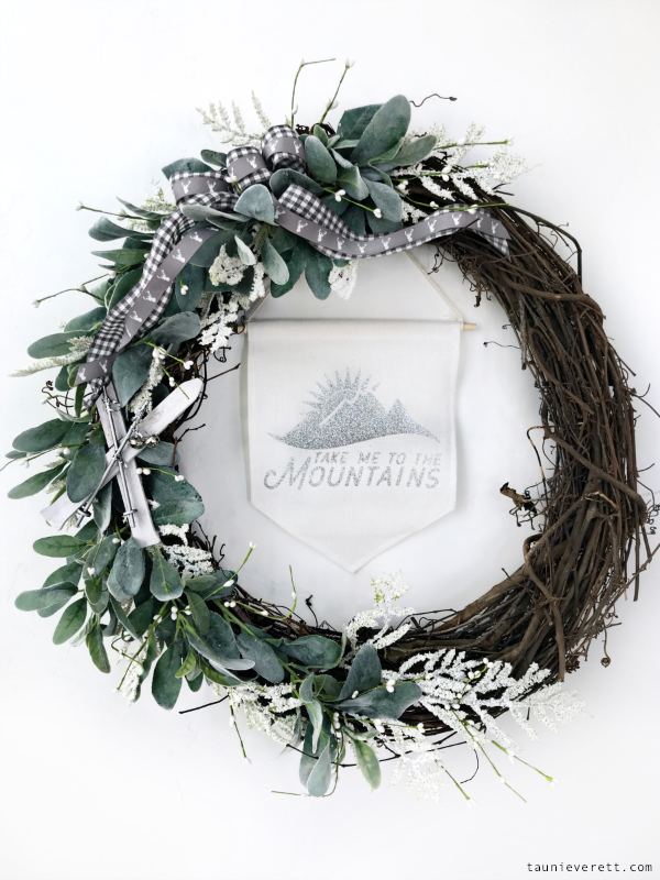 DIY winter wreath with skis. Simple and easy to make. Perfect for November through February #winterwreath #grapevinewreath #holidaywreath #ski
