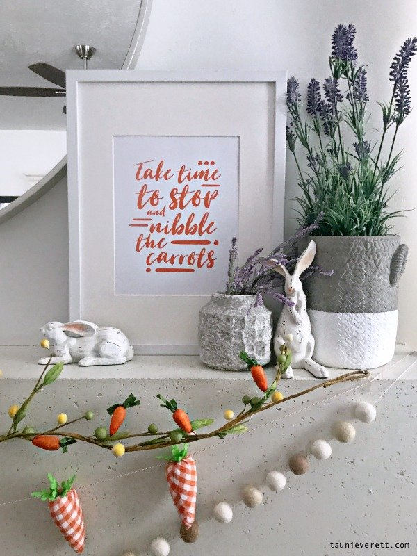 Carrot themed easter mantel with free Easter printable and a DIY Easter sign. #easter #eastermantel #mantel #easterdecor