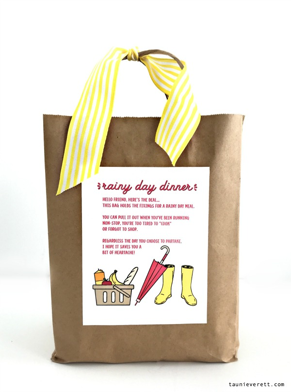 Looking for a great way to serve a busy mom? Provide her with a rainy day meal! Find the details and download the free printable! #printable #rainyday #ministrymeals #mealtrain #busymoms #mealsforbusymoms
