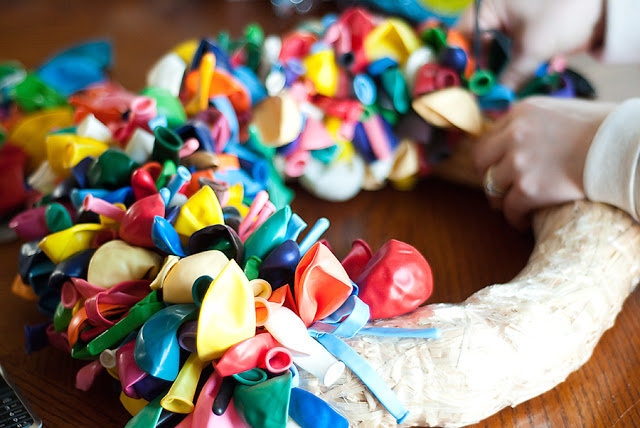 Balloon Wreath Tutorial via Bits of Everything